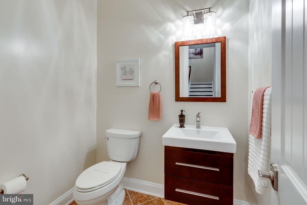 Main Level Powder Bath - 8506 SHADEWAY PL, SPRINGFIELD