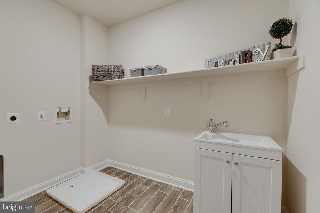 Upper Level Laundry Room - 8506 SHADEWAY PL, SPRINGFIELD