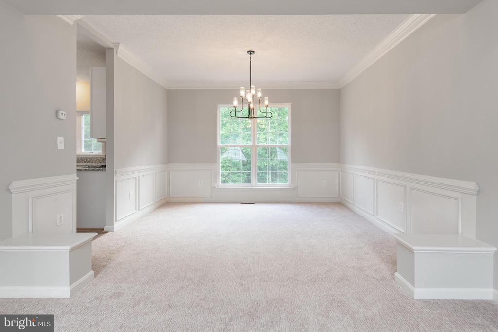 Formal dining with beautiful mouldings - 29 NEABSCO DR, FREDERICKSBURG