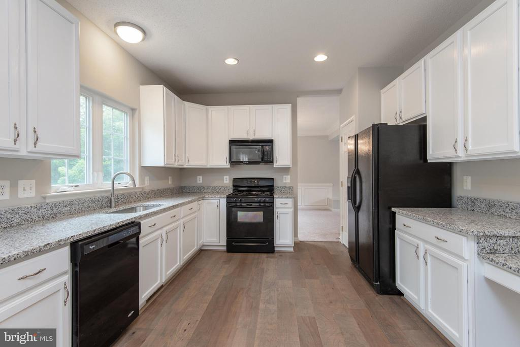 Remodeled kitchen - ample counter & cabinet space - 29 NEABSCO DR, FREDERICKSBURG