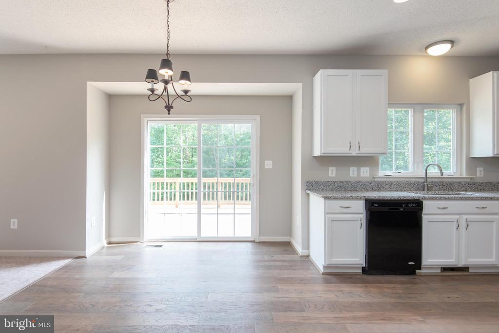Space for nice-sized kitchen table - 29 NEABSCO DR, FREDERICKSBURG