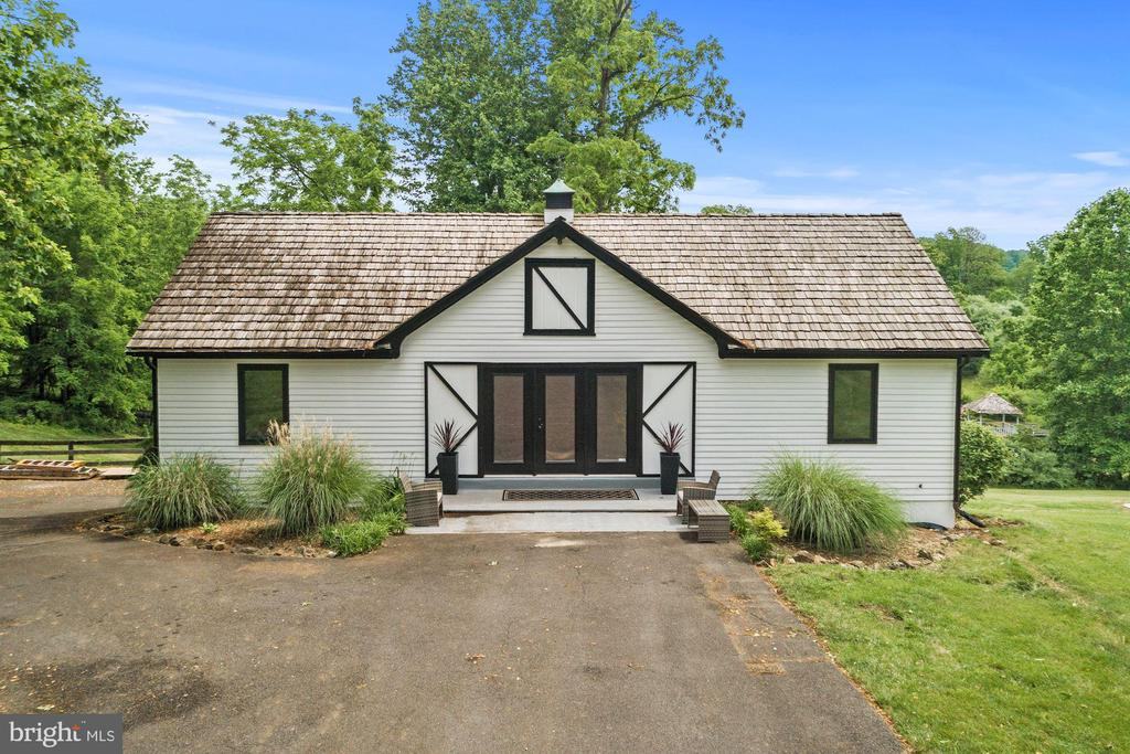 Guest house with over $300k renovation - 16832 OLD WATERFORD RD, PAEONIAN SPRINGS