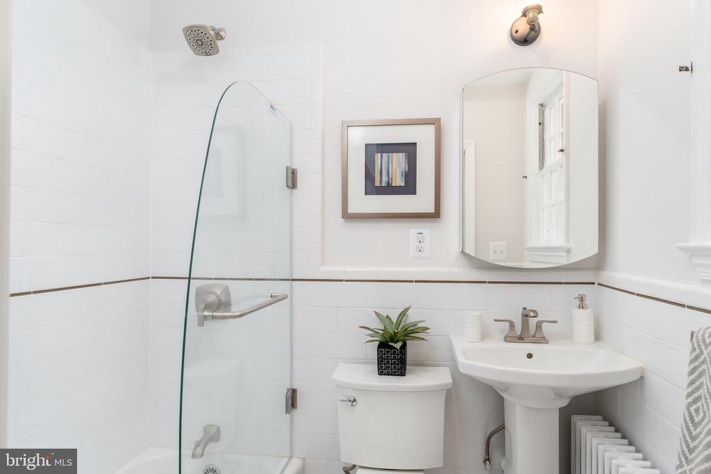 First Floor Full Bath with pedestal sink - 2829 29TH ST NW, WASHINGTON
