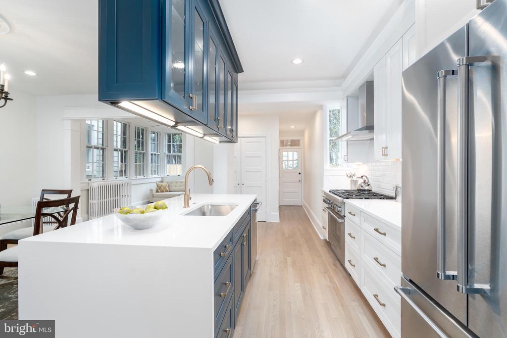 Optimal Storage with Soft Close Drawers - 2829 29TH ST NW, WASHINGTON