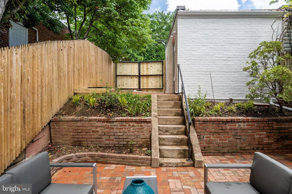 Access to Garage and Parking Pad - 2829 29TH ST NW, WASHINGTON
