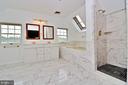Upper level master bath - 19745 SHELBURNE GLEBE RD, PURCELLVILLE