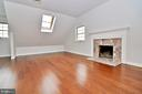 Upper level master BR with fireplace - 19745 SHELBURNE GLEBE RD, PURCELLVILLE