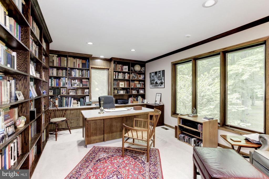 Library/Study - 17007 BARN RIDGE DR, SILVER SPRING