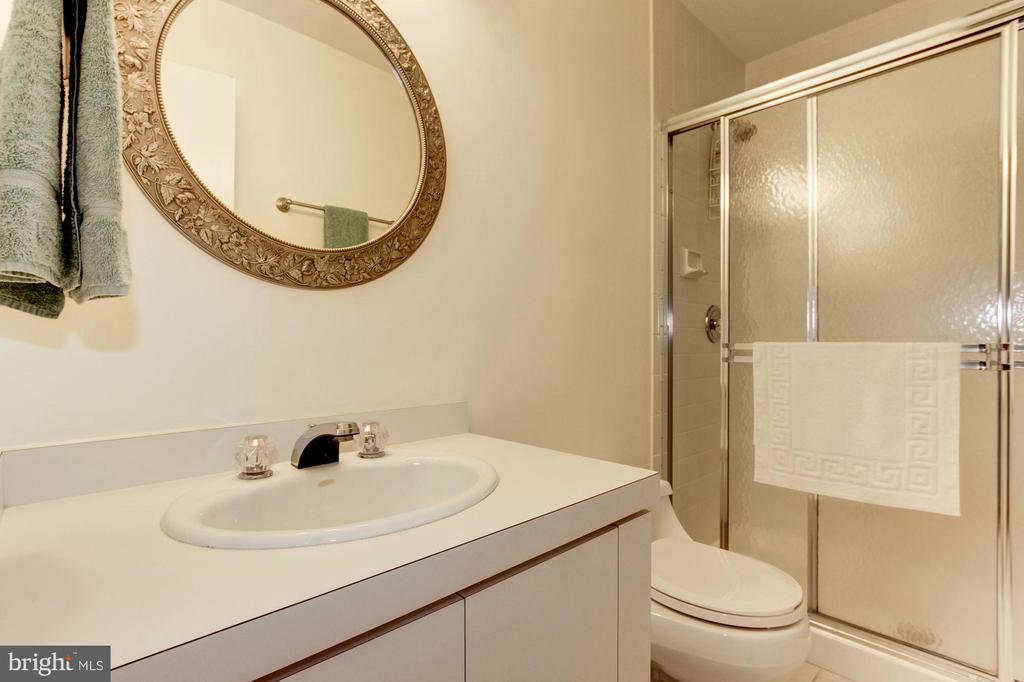 Upper Level Bathroom 1 - 17007 BARN RIDGE DR, SILVER SPRING
