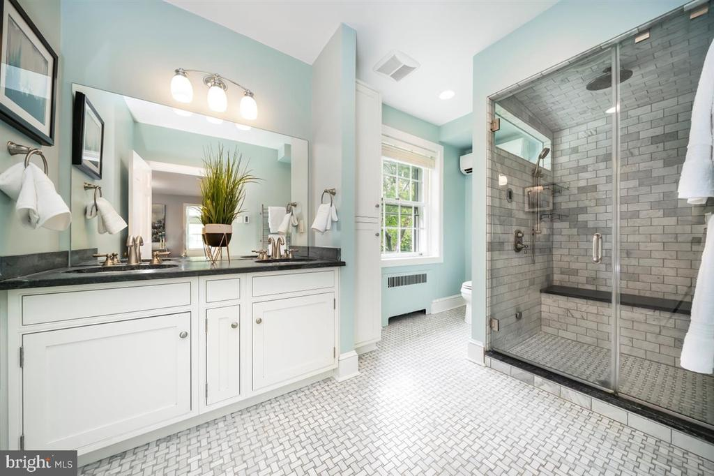 Spa like master bath! - 304 UPPER COLLEGE TER, FREDERICK
