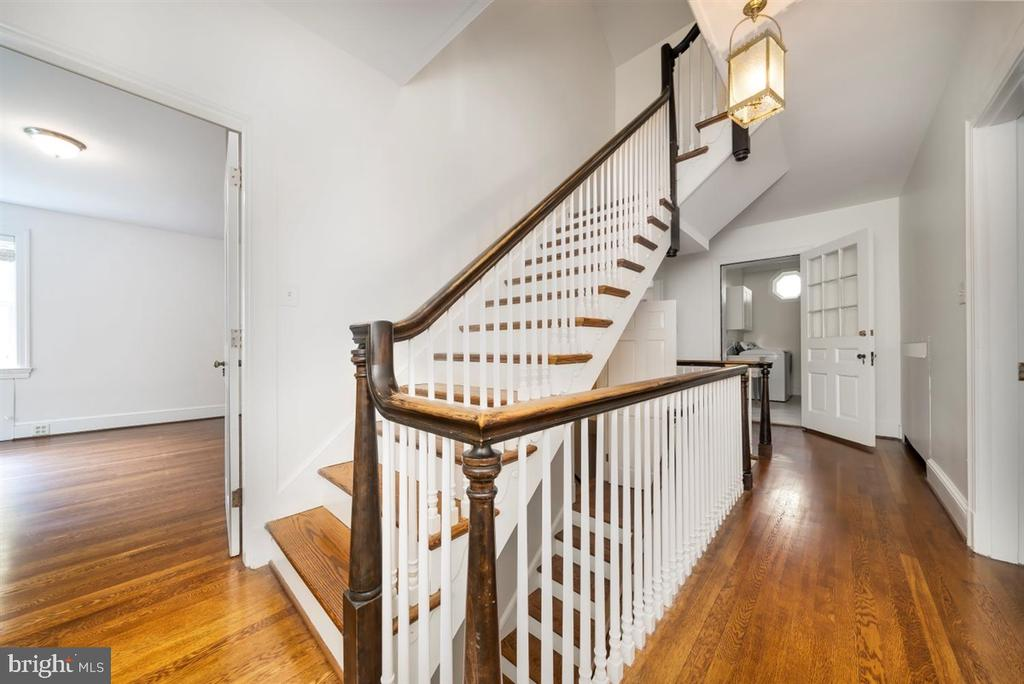 Full stairs to 3rd floor - 304 UPPER COLLEGE TER, FREDERICK