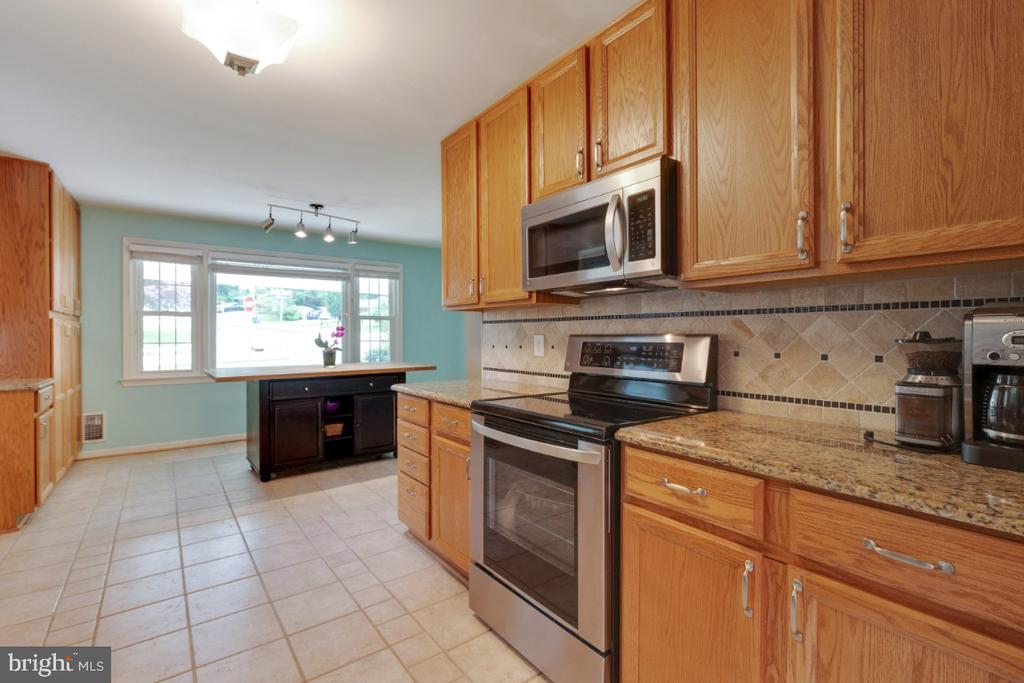 Eat-In Kitchen - 6611 HUNTSMAN BLVD, SPRINGFIELD