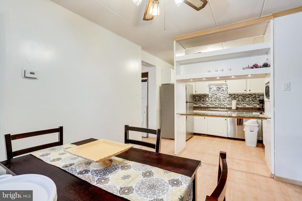 Dining opens up to the kitchen - 6280 EDSALL RD #201, ALEXANDRIA