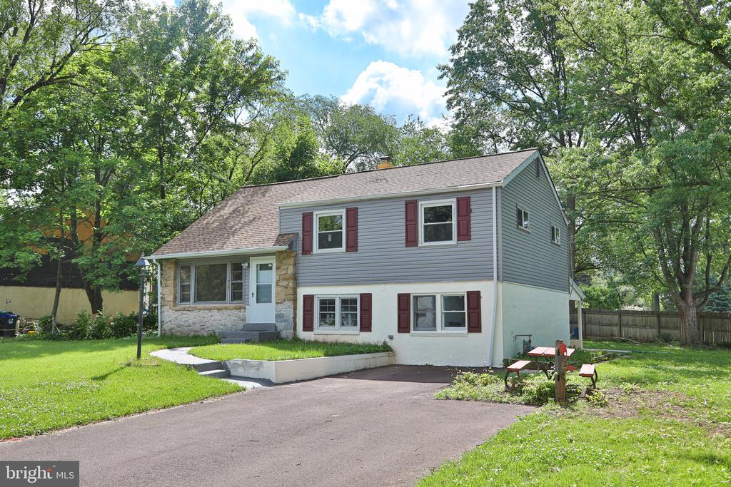 717 FINNEL DR, Lansdale PA 19446