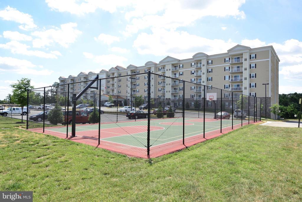 Tennis / Sport Court - 6301 EDSALL RD #614, ALEXANDRIA