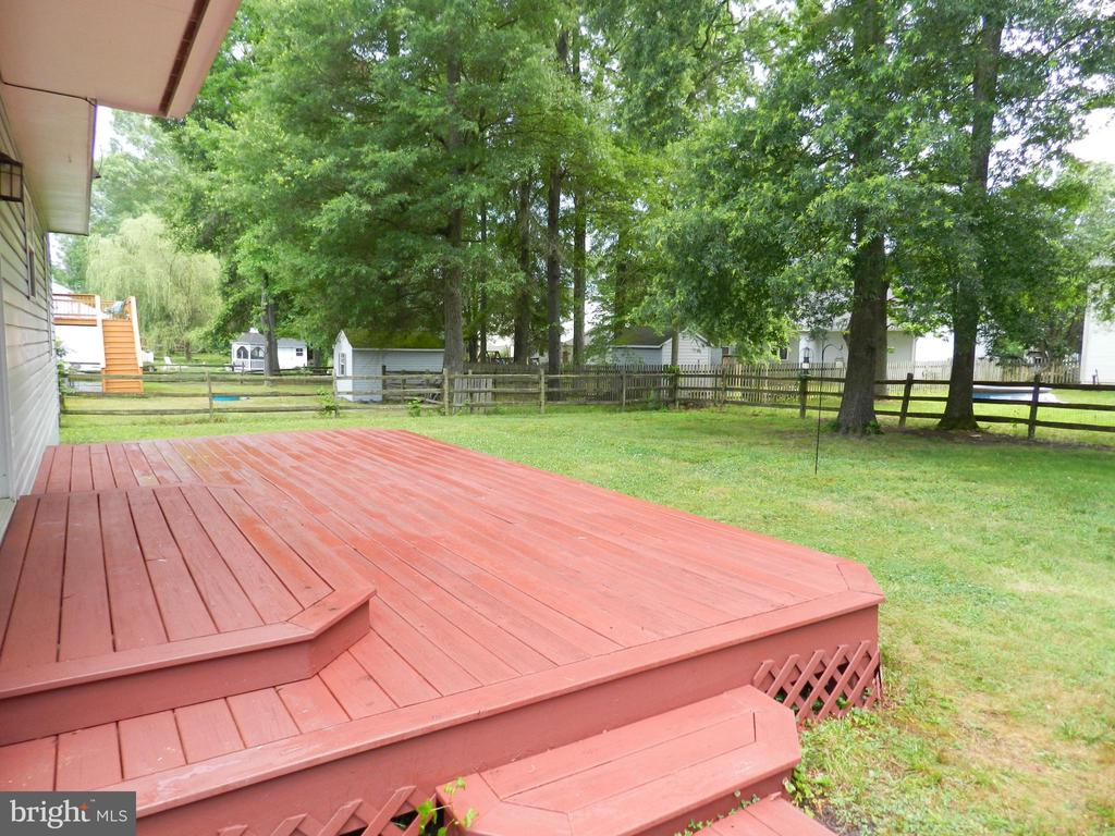 Move in Ready, just stained so no pain for you! - 10118 S FULTON DR, FREDERICKSBURG