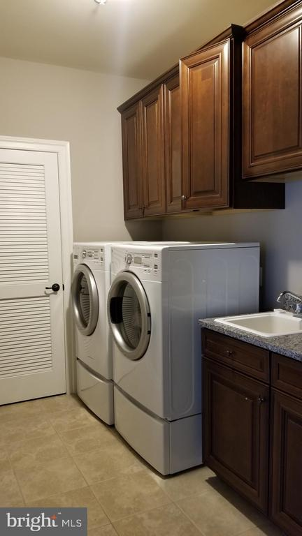 Second floor laundry room - 26592 MARBURY ESTATES DR, CHANTILLY