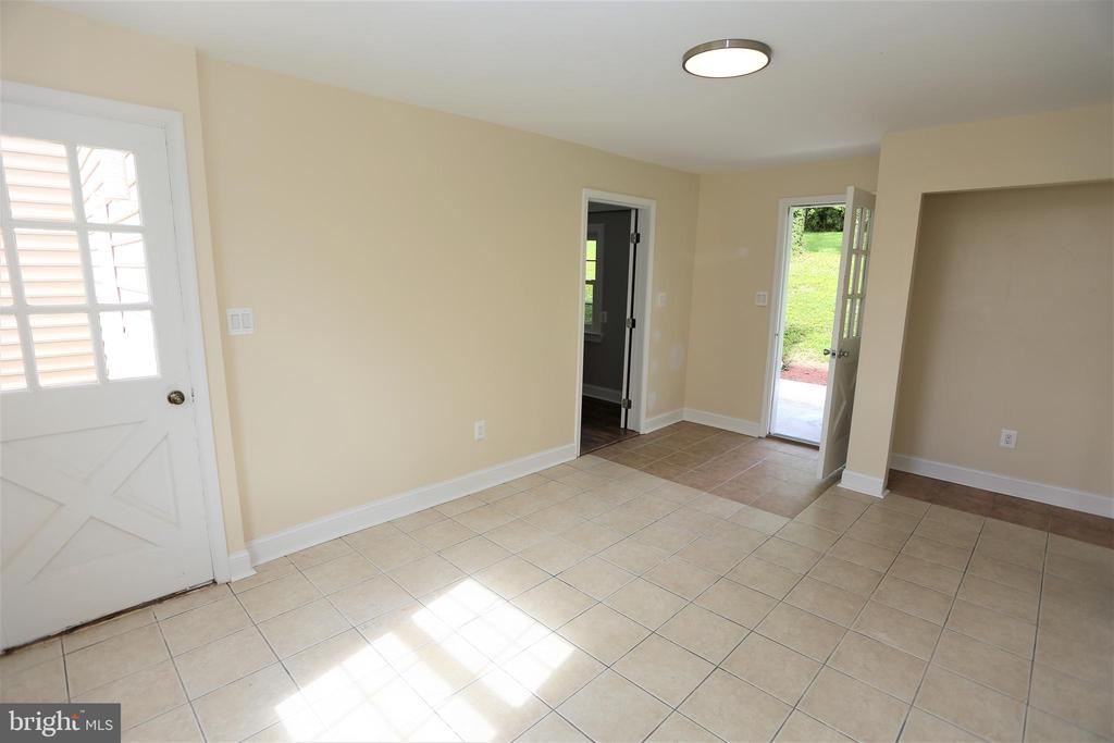 Au Pair / In Law Guest House Living Room - 28500 RIDGE RD, MOUNT AIRY