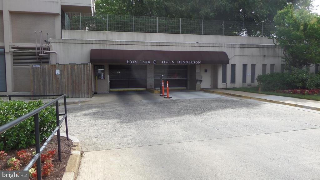 Garage entrance - 4141 N HENDERSON RD #715, ARLINGTON