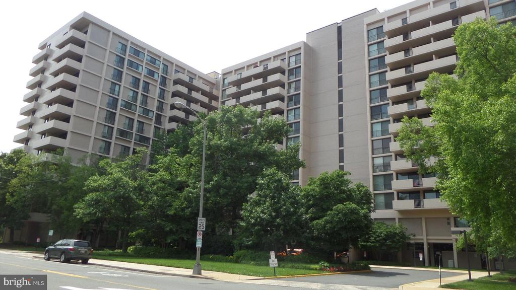 Hyde Park - 4141 N HENDERSON RD #715, ARLINGTON