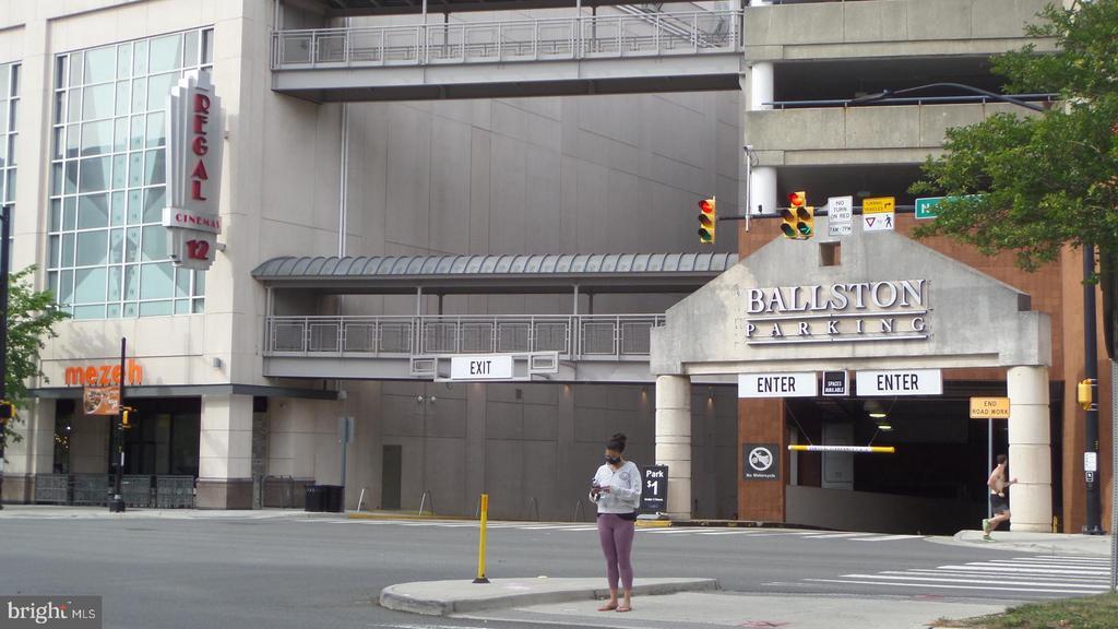 Local Regal Cinema - 4141 N HENDERSON RD #715, ARLINGTON