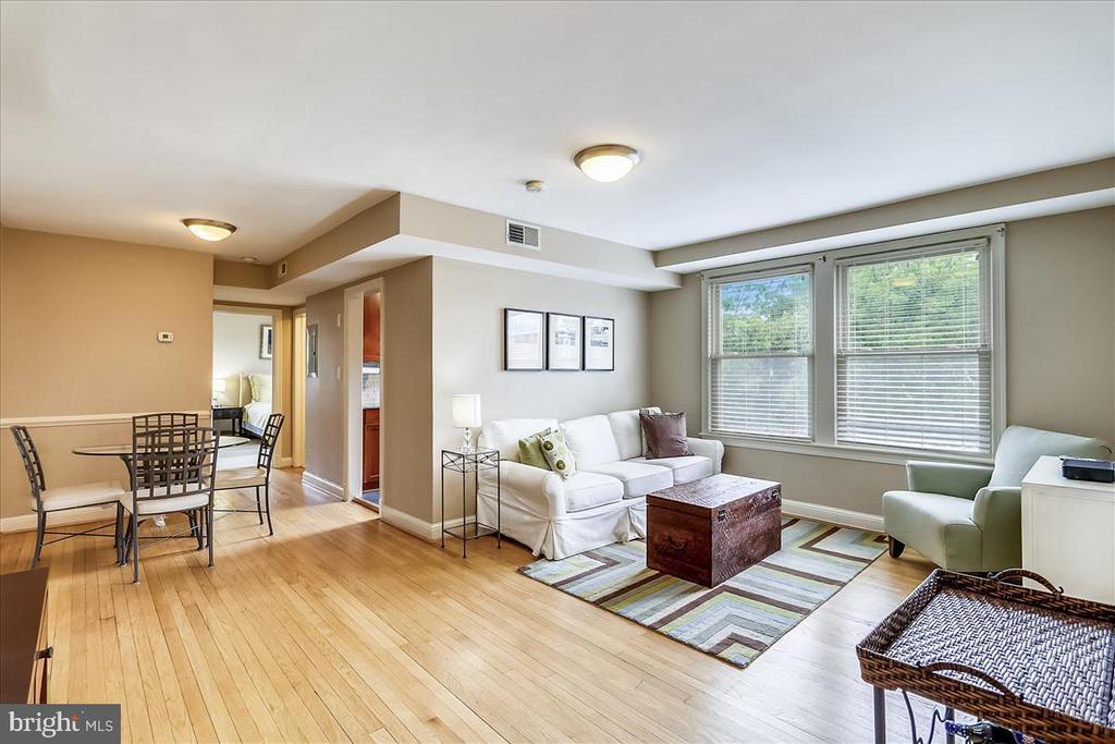 Open,  light-filled living area - 4402 1ST PL NE #33, WASHINGTON