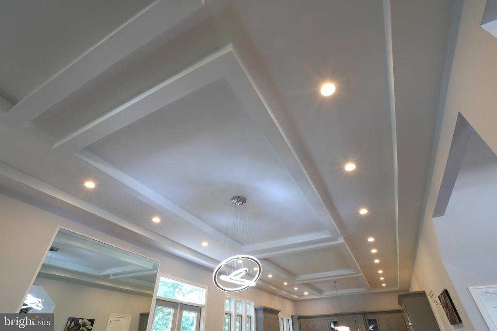 12' Tray Ceiling - 10713 JONES ST, FAIRFAX