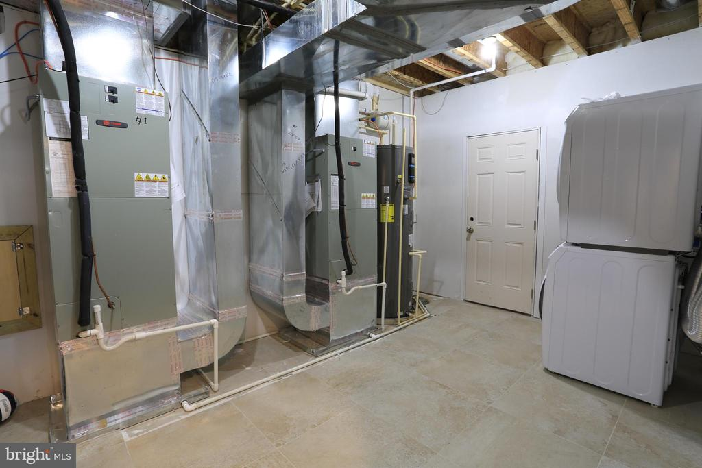 Basement - Laundry washer/dryer - 10713 JONES ST, FAIRFAX