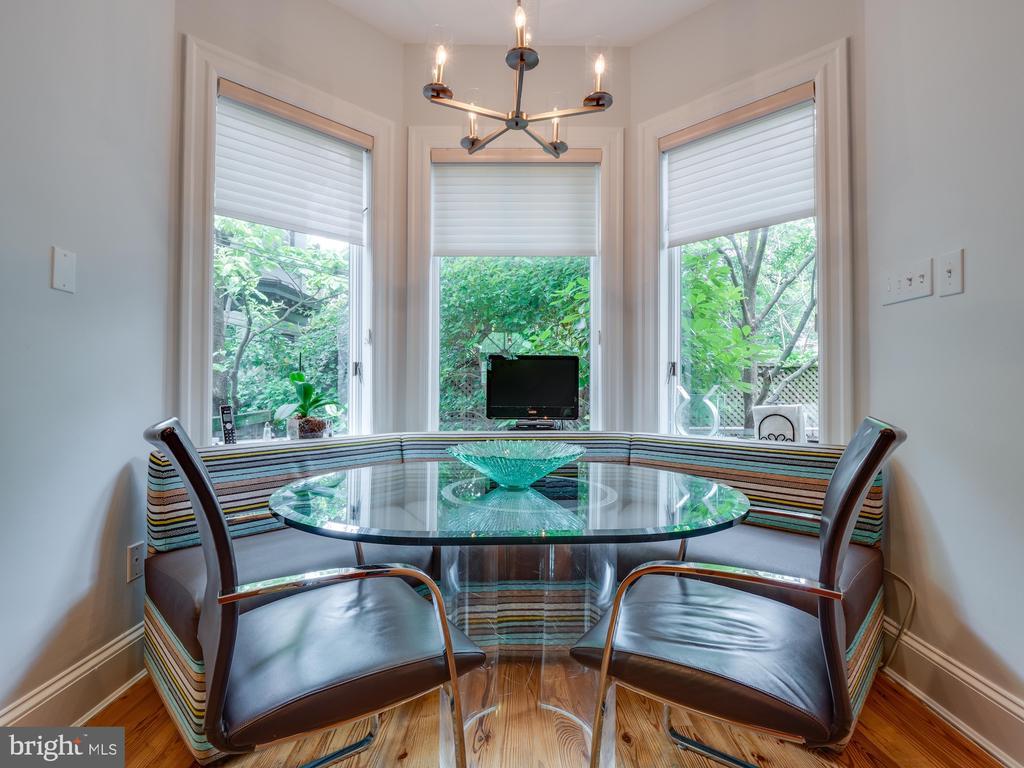 Banquette for informal dining - 112 5TH ST SE, WASHINGTON