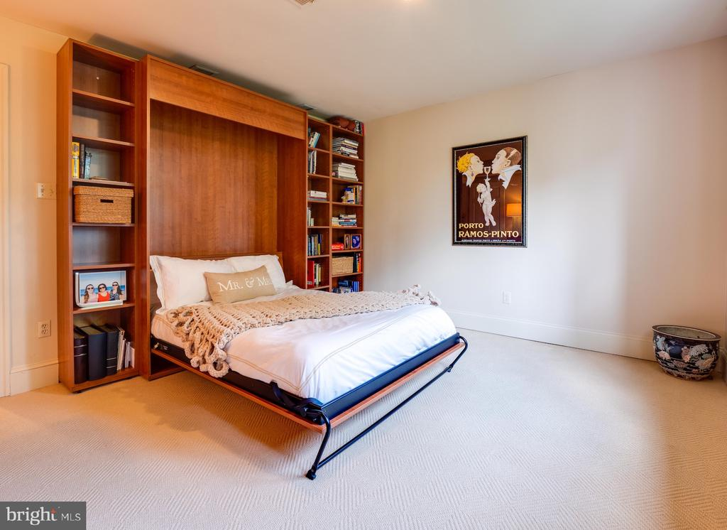 Bedroom 2 with Murphy bed - 112 5TH ST SE, WASHINGTON