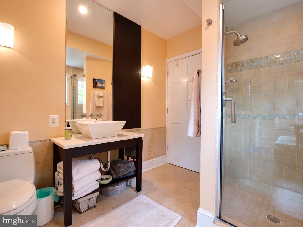Full bathroom on second floor - 112 5TH ST SE, WASHINGTON