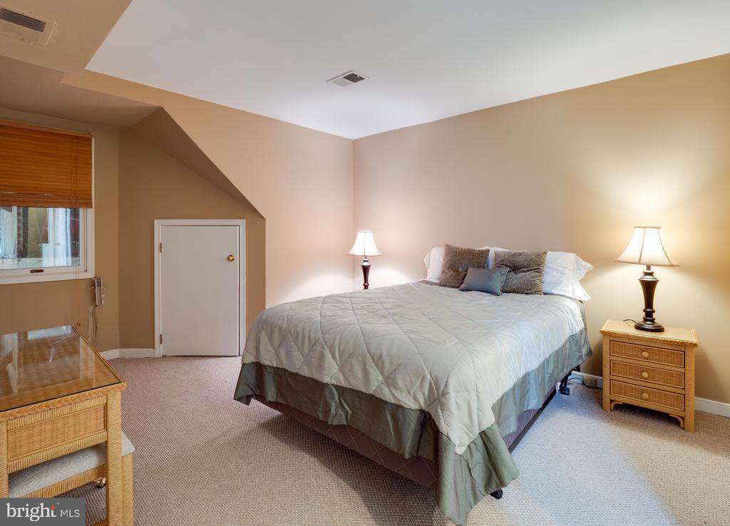 Apartment bedroom - 112 5TH ST SE, WASHINGTON