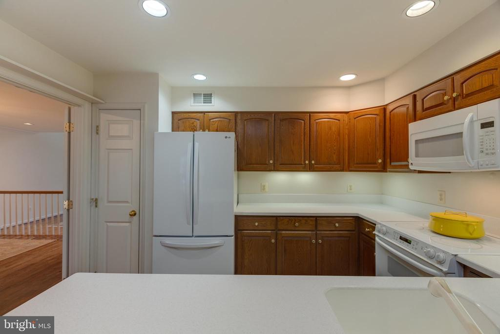 Ample  counter space  in kitchen - 3208 N TACOMA ST, ARLINGTON