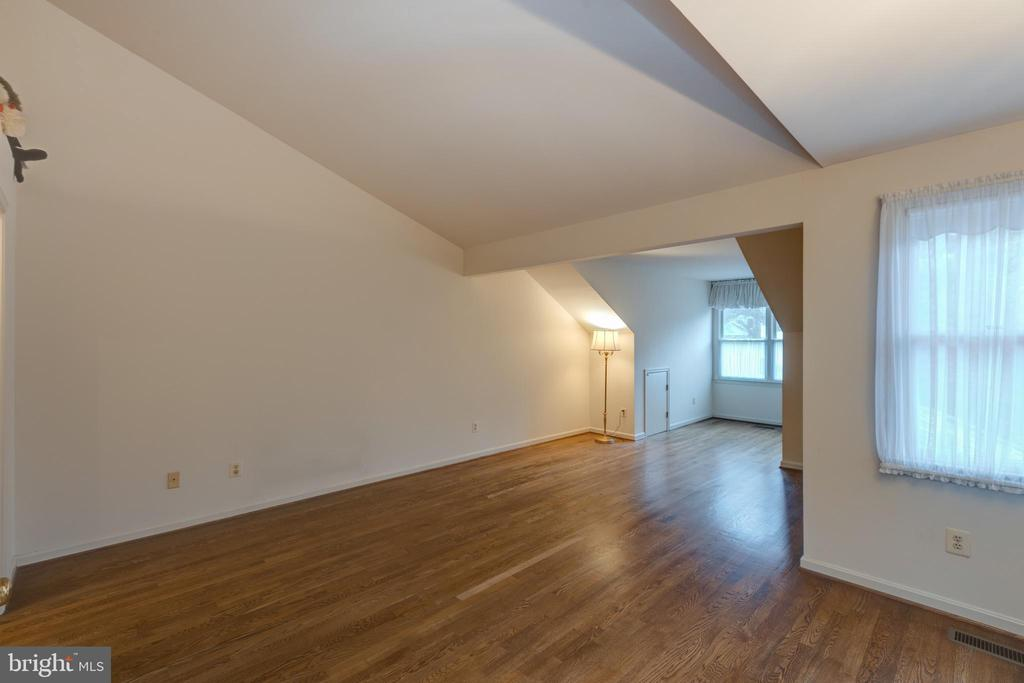 Large second bedroom upper level - 3208 N TACOMA ST, ARLINGTON