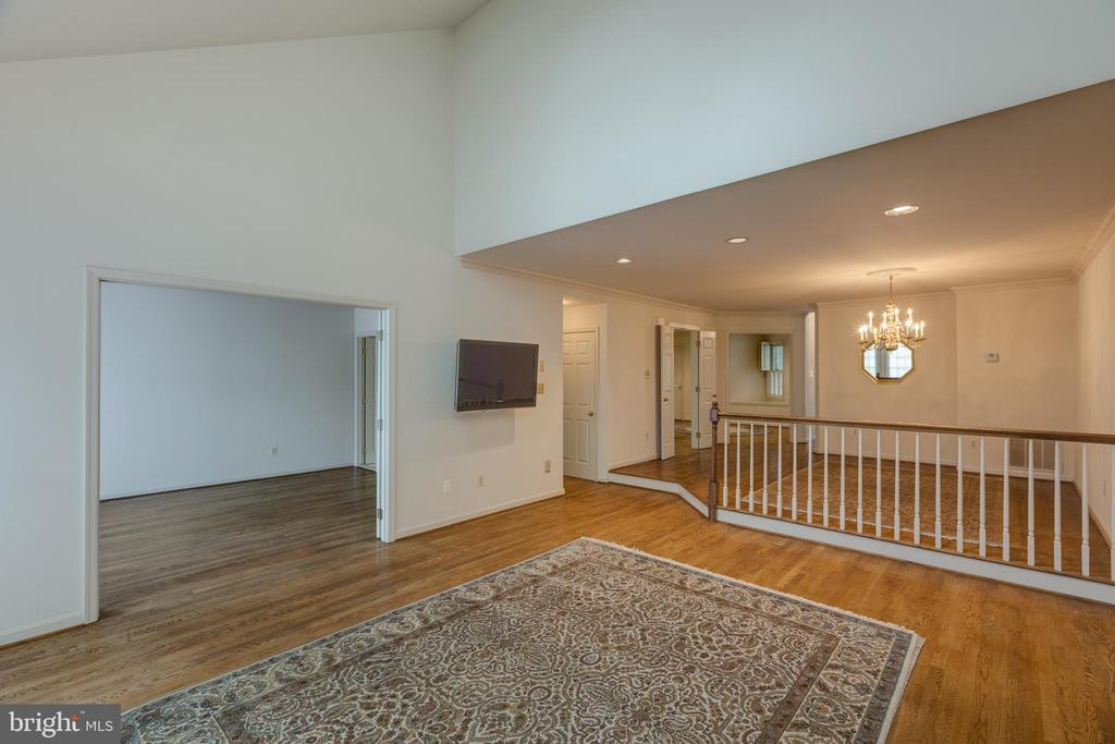 View of the main level den/living& dining room - 3208 N TACOMA ST, ARLINGTON