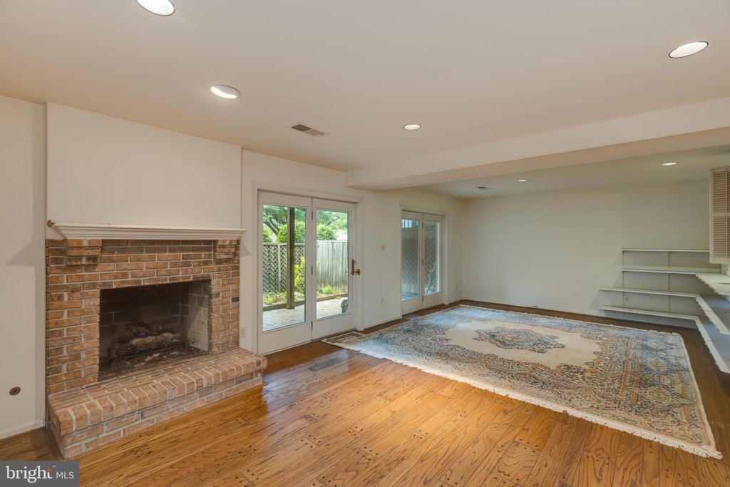 Another view of the family room - 3208 N TACOMA ST, ARLINGTON
