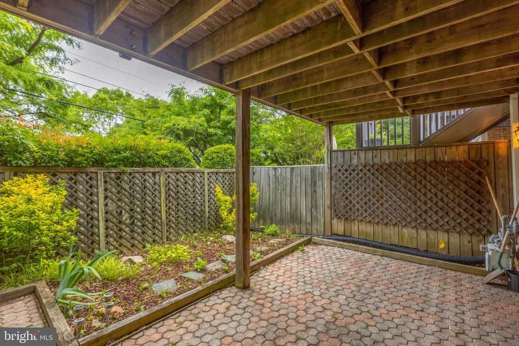 Rear fenced patio off family room in lower level - 3208 N TACOMA ST, ARLINGTON