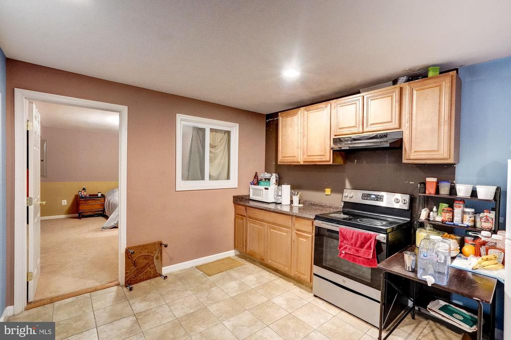 2nd kitchen in the basement. - 43259 LECROY CIR, LEESBURG