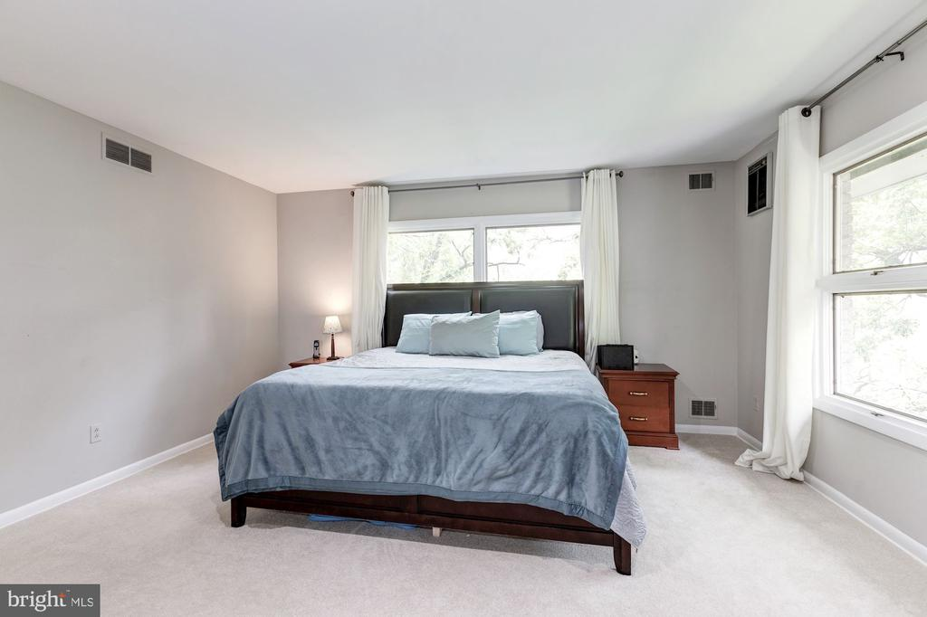 Master bedroom with en-suite bathroom - 6244 COLUMBIA PIKE, FALLS CHURCH