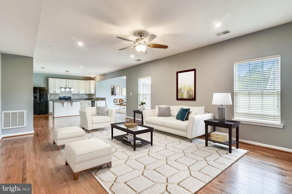 Huge family room - 25635 LAUGHTER DR, ALDIE