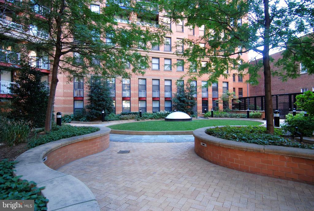 Picturesque Courtyard - 616 E ST NW #302, WASHINGTON