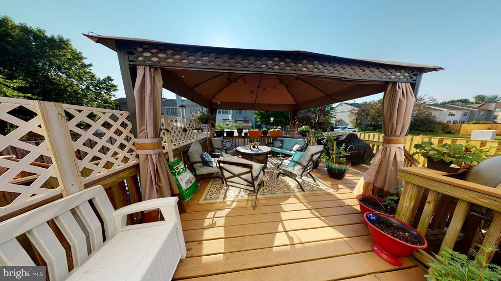 Fabulous deck- gazebo is negotiable - 302 HEDGESTONE TER NE, LEESBURG