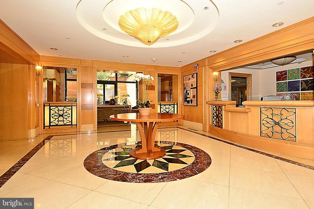 Grand Lobby - 616 E ST NW #302, WASHINGTON