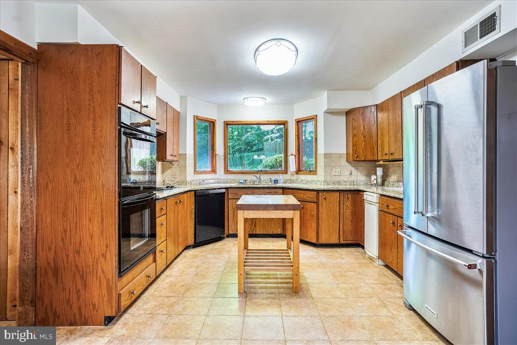 Kitchen has new appliances - 7447 CLIFTON RD, CLIFTON