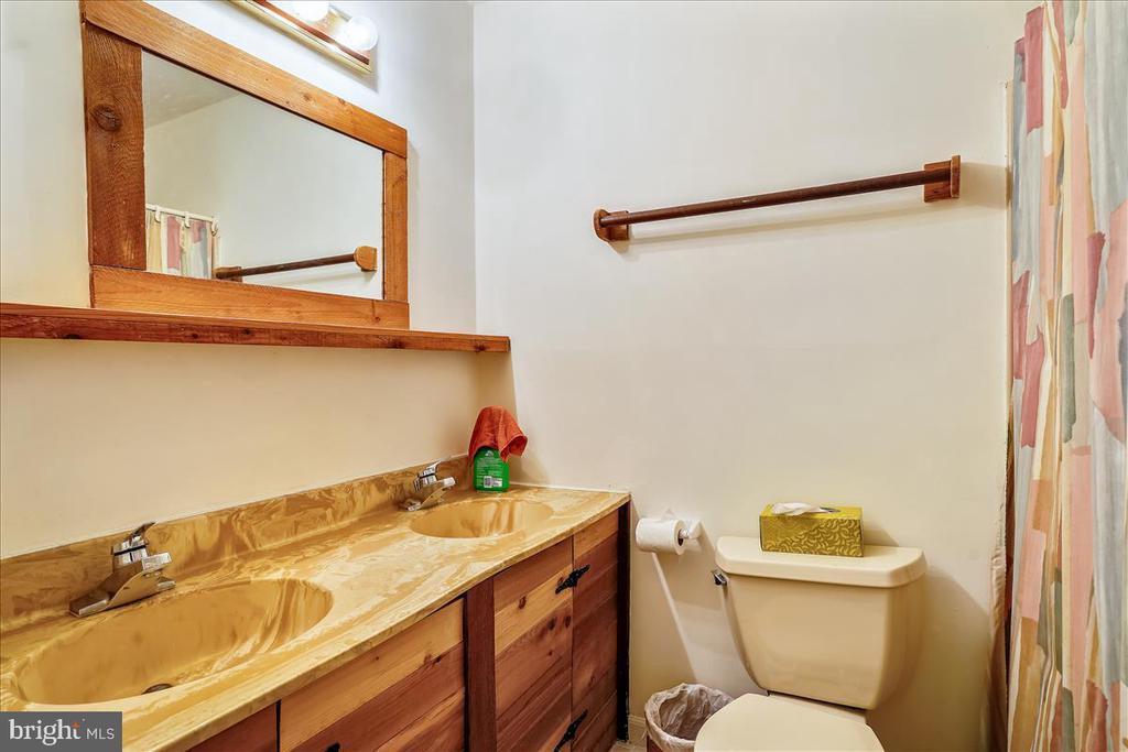 Upstairs hall bath. - 7447 CLIFTON RD, CLIFTON
