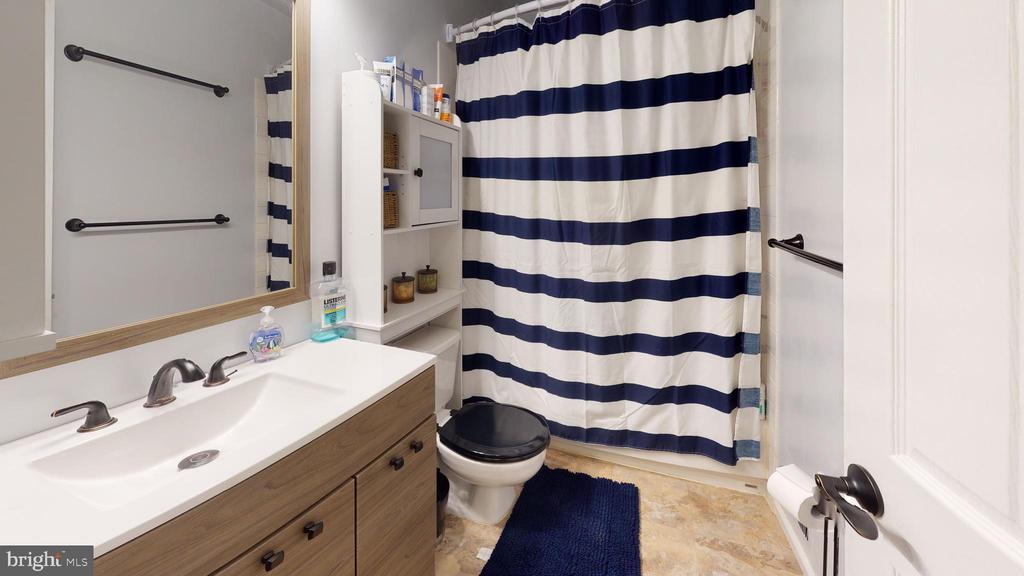 Hall bath with new vanity - 302 HEDGESTONE TER NE, LEESBURG