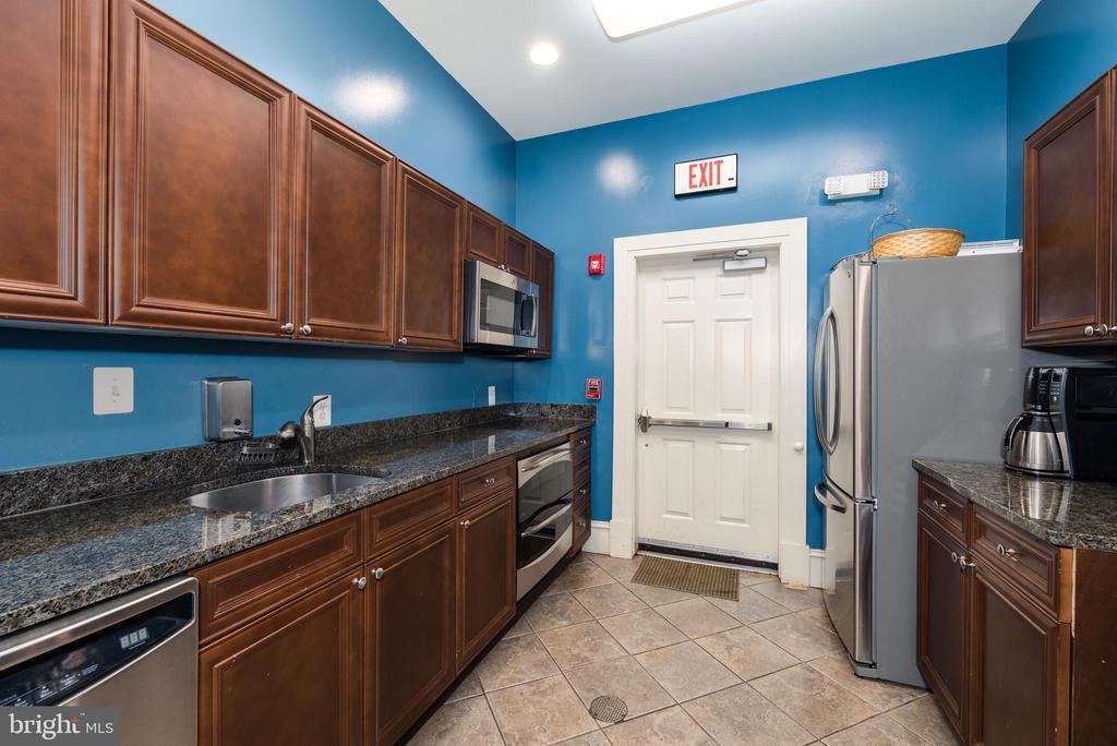 Clubhouse Kitchen - 12075 TRUMBULL WAY, RESTON