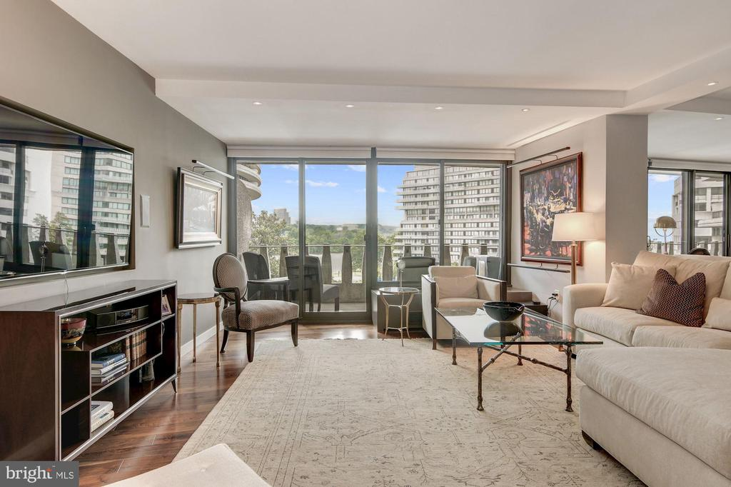 Living Room off Kitchen with Potomac River Views - 2500 VIRGINIA AVE NW #502/503, WASHINGTON