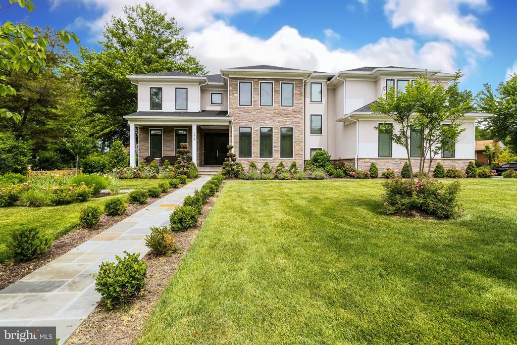 Luxury Monarch Custom Home Awaits You! - 1018 MAPLE AVE E, VIENNA