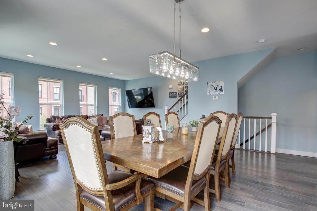 Elegant chandelier and recessed lighting - 22983 WORDEN TER, BRAMBLETON